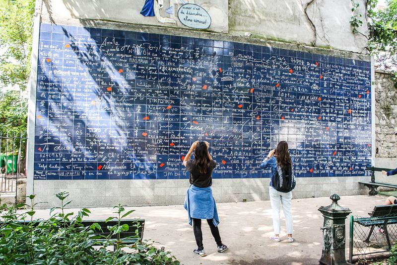 دیوار عشق در شهر عشاق